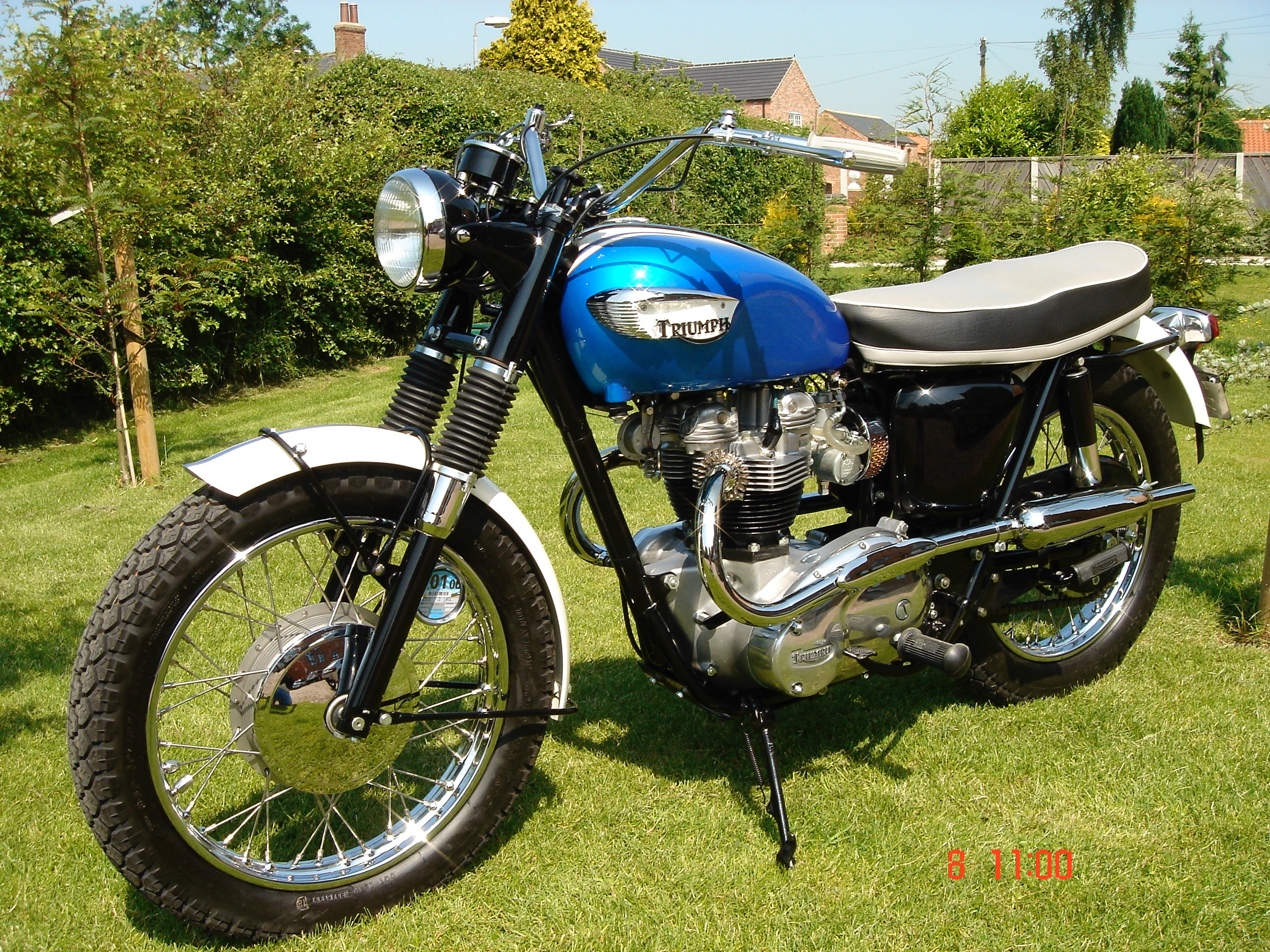 terry macdonald rebuilding the triumph meriden marque since 1963